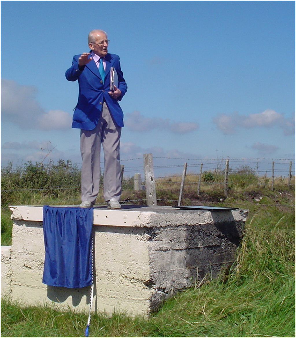 25 August 2007 Mr Donald Williams of the Gwendraeth Valleys Historical Society, addressing the onlookers at the unveiling by Dr Noel Gibbard