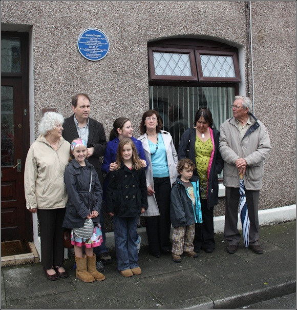 Descendents of Gareth Hughes and Kelvin Guy (second from the left) at the unveiling of the Blue Plaque.