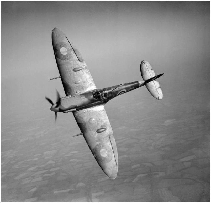Spitfire VB 92 Sqn top view c1941